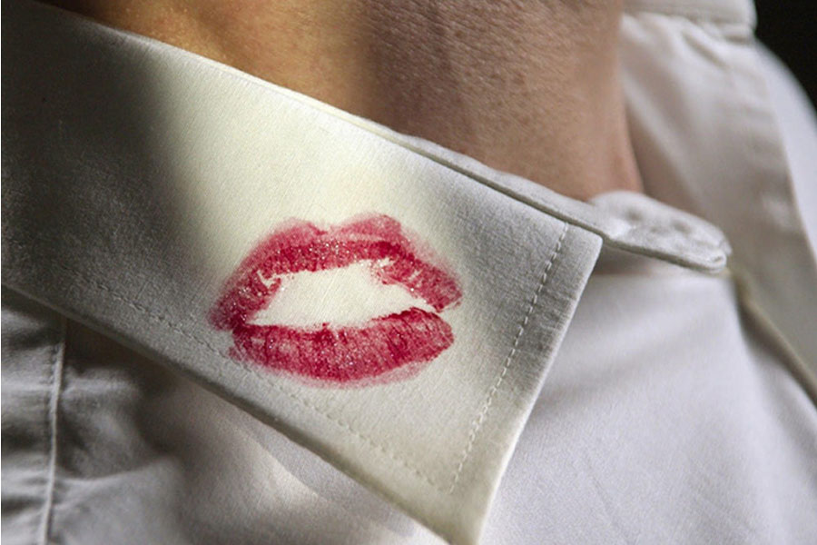 11. The Troubling Lipstick Stains!